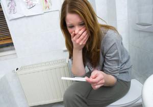 Беременность в раннем возрасте может вызывать критические изменения в организме девочки
