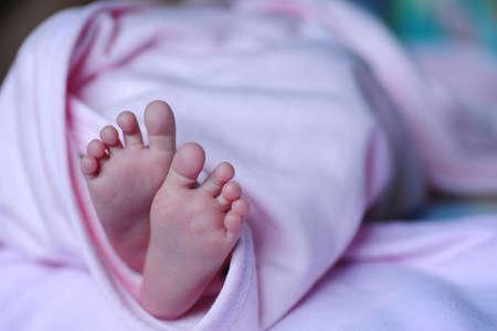 Когда проходят выделения после родов?